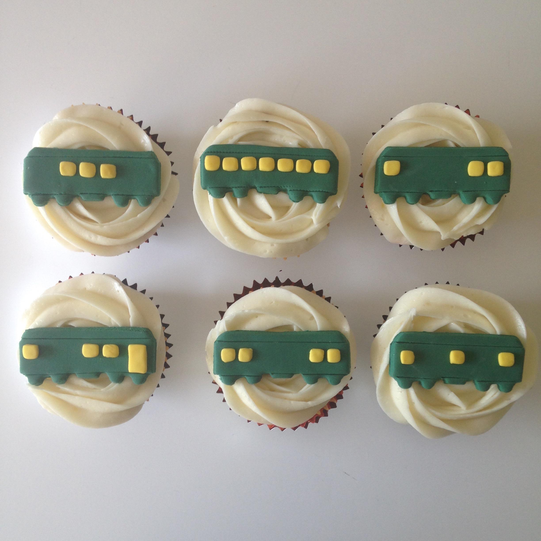 darjeeling limites/wes anderson train cupcakes