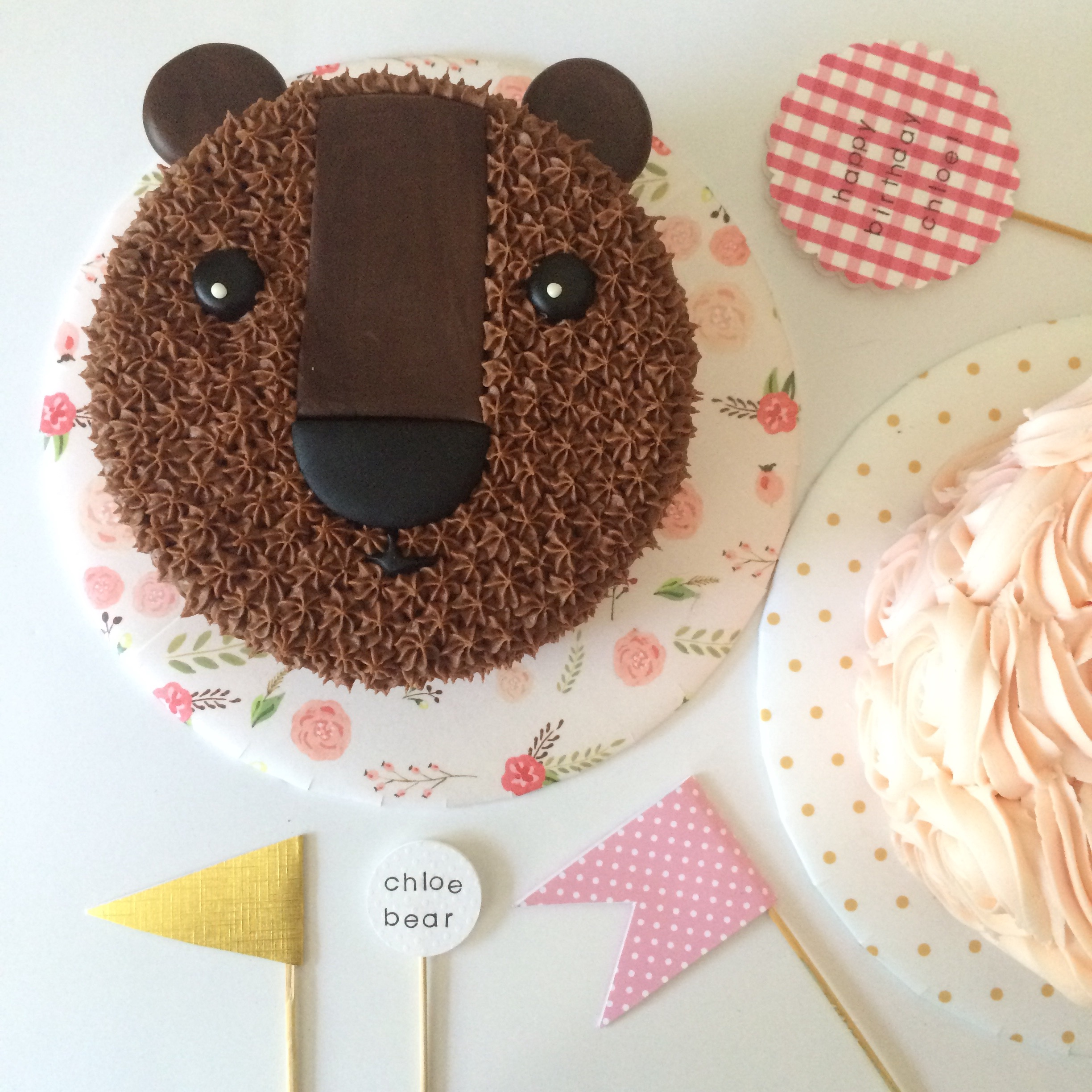 bear cake and rose cake